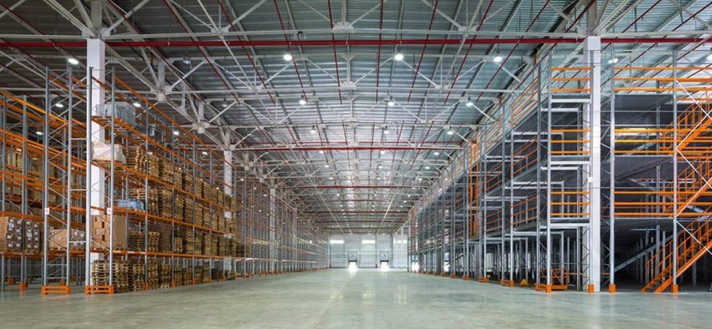 La location d'entrepôt est une option très avantageuse pour pouvoir stocker ses marchandises en toute sécurité et dans les meilleures conditions.